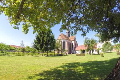 Jardin de l'abbatiale Saint-Cyriaque